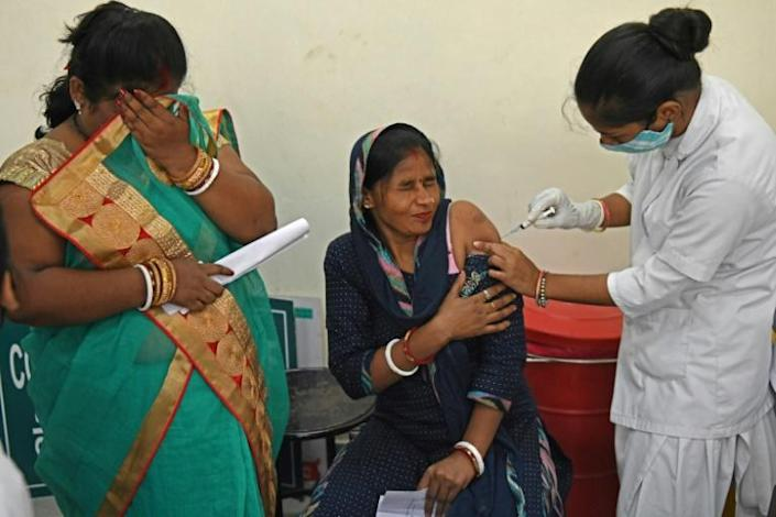 A health worker inoculates a woman with a dose of the Covishield vaccine against the coronavirus at a civil hospital in Amritsar (AFP/Narinder NANU)