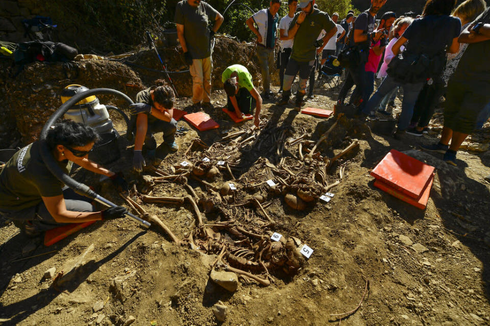 Archeologists inspect a grave site in Ollacarizqueta, Spain, containing what they believe to be the remains of sixteen republican prisoners killed during the Spanish Civil War - Credit: AP