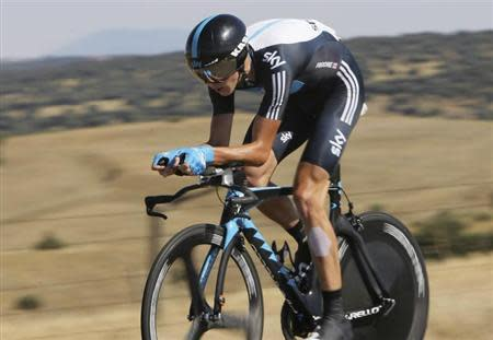 """Sky Procycling's Chris Froome of Britain cycles during the tenth stage of the Tour of Spain """"La Vuelta"""" cycling race in Salamanca August 29, 2011. REUTERS/Joseba Etxaburu"""