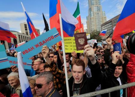 People take part in a rally in support of independent candidates for elections tothe capital's regional parliament inMoscow