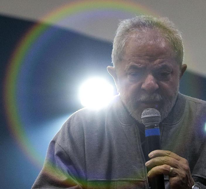 Former Brazilian president Luiz Inacio Lula da Silva gives a speech during a meeting against labor reforms proposed by the government of Michel Temer, in Sao Paulo, Brazil on September 9, 2016 (AFP Photo/Miguel Schincariol)