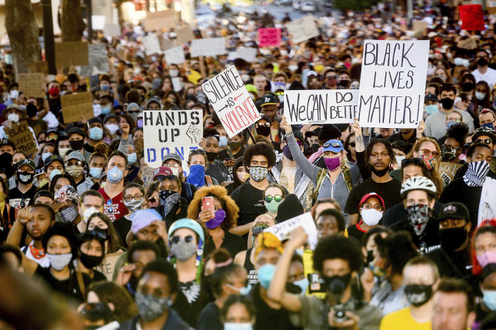 Several thousand demonstrators gather in Oakland, Calif., on Monday, June 1, 2020, to protest the death of George Floyd. (Noah Berger/AP)