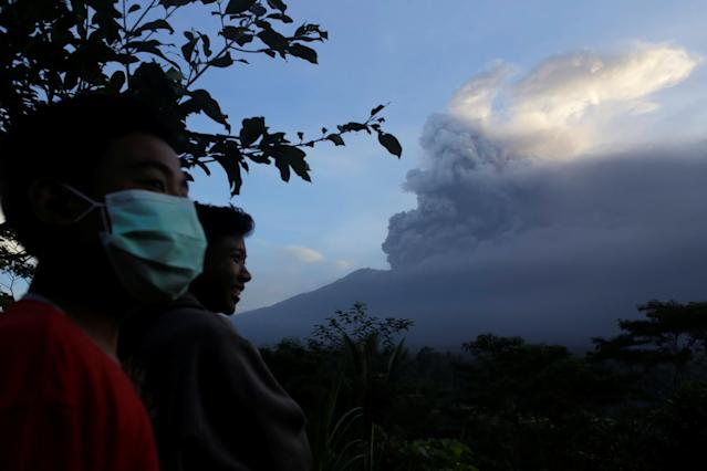 <p>Villagers watch as Mount Agung volcano spews ash during an eruption from the Volcanic Observatory in Rendang Village, Karangasem, Bali, Indonesia Nov. 26, 2017. (Photo: Johannes P. Christo/Reuters) </p>