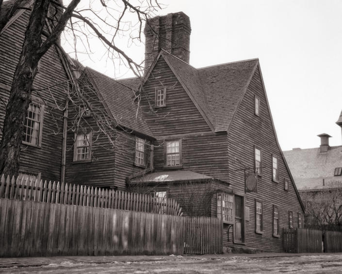 An image of The House of the Seven Gables, a 1668 home in Salem, Mass., in the 1940s | H. Armstrong Roberts/ClassicStock/Getty Images