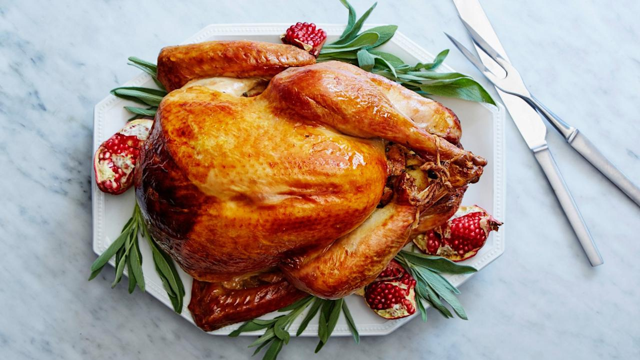 "<p>Perfectly golden, perfectly juicy . . . here's a 101 crash course for mastering the turkey when you're a novice.</p> <p><strong>Get the recipe: </strong><a href=""https://www.popsugar.com/food/Martha-Stewart-Thanksgiving-Turkey-Recipe-42643694"" class=""ga-track"" data-ga-category=""Related"" data-ga-label=""https://www.popsugar.com/food/Martha-Stewart-Thanksgiving-Turkey-Recipe-42643694"" data-ga-action=""In-Line Links"">perfect roast turkey</a> </p>"