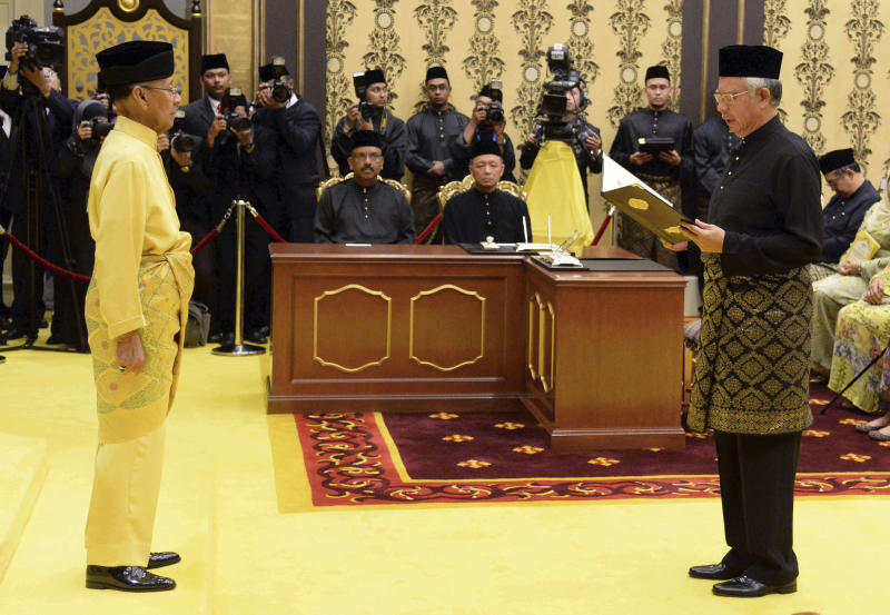 In this photo released by the Malaysian Information Department, Malaysian King Tuanku Abdul Halim, left, watches Prime Minister Najib Razak take his oath of office at the National Palace in Kuala Lumpur, Monday, May 6, 2013. Malaysia's long-governing coalition, Razak's National Front coalition, won the national election with a weakened majority to extend its unbroken 56-year rule. (AP Photo/Malaysian Information Department, Wazari Wazir) EDITORIAL USE ONLY, NO SALES