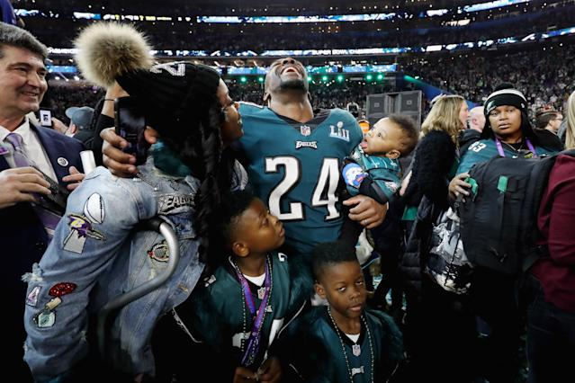 <p>Corey Graham #24 of the Philadelphia Eagles and his family celebrate after the Eagles defeated the New England Patriots 41-33 in Super Bowl LII at U.S. Bank Stadium on February 4, 2018 in Minneapolis, Minnesota. (Photo by Elsa/Getty Images) </p>