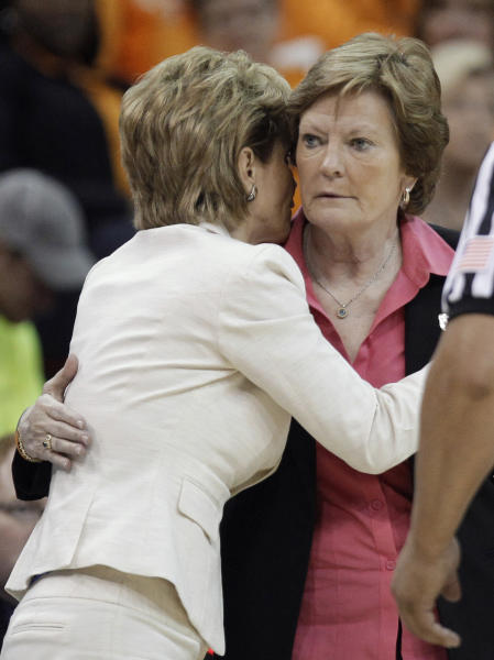 Tennessee coach Pat Summitt, right, talks with Baylor coach Kim Mulkey during the second half of an NCAA women's college basketball tournament regional final, Monday, March 26, 2012, in Des Moines, Iowa. Baylor won 77-58. (AP Photo/Charlie Neibergall)