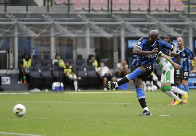 Inter Milan's Romelu Lukaku scores on a penalty kick his side's opening goal during the Serie A soccer match between Inter Milan and Sassuolo at the San Siro Stadium, in Milan, Italy, Wednesday, June 24, 2020. (AP Photo/Luca Bruno)