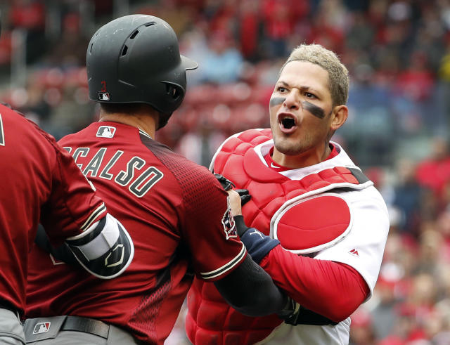 St. Louis Cardinals catcher Yadier Molina, right, is held back by Arizona Diamondbacks' Daniel Descalso while yelling at Diamondbacks manager Torey Lovullo during the second inning of a baseball game Sunday, April 8, 2018, in St. Louis. (AP Photo/Jeff Roberson)