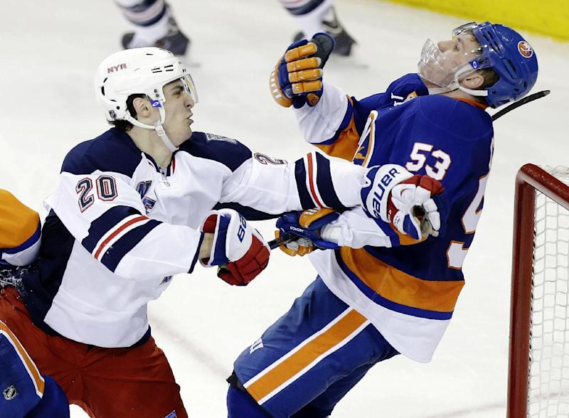 Rangers LW Kreider to have surgery on injured hand