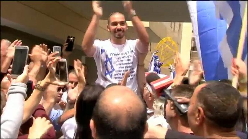 """He is a hero in his hometown, but Franco-Israeli soldier Elor Azaria made frontpage news in 2015 when he killed an already-wounded and incapacitated Palestinian, who had just attacked a fellow soldier with a knife. Jailed for his crime, he is now a free man.    """"After 26 months of suffering, of an unbelievable nightmare that I don't wish on anyone, not even on those I hate, today we have a joy within a joy,"""" said the young man's father, Charlie. His mother Oshra was also delighted.   """"My light returns home, my light returns home. Hear, O Israel, the Lord our God, the Lord is one.""""   Elor's trial was one of the most divisive in Israeli history, and at the end the Palestinians do not feel justice has been done.   """"They arrested him and in the end he is released from prison today as a hero. This strengthens the culture of killing and bloodshed, it is a motivation to the extremist parties to have a country that protects the killers,"""" said the chairman of the Palestinian Prisoner Club, Qadura Fares.    Elor's act split Israeli public opinion. Some said his killing of the Palestinian was justified as he could still have posed a threat, while others said it was the latest sign of failing discipline in the Israeli army, which trumpets its """"ethical"""" rules of engagement. The killing, carried out in full view of cameras, enraged the Arab world.   Elor was sentenced to 18 months in jail after a court found him guilty of manslaughter, an offense that carries a maximum of 20 years in jail, but he has only served less than nine months, being released early to attend a brother's wedding."""