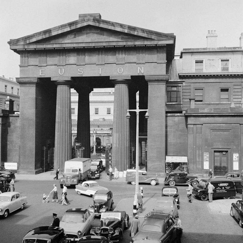 Euston Arch, Euston Station, Euston Road, Camden, London, 1960. Traffic in front of the Euston Arch. The arch was designed by Philip Hardwick in 1837 as part of a screen and portico around the station forecourt. It was demolished in 1963. Artist Eric de Maré. (Photo by English Heritage/Heritage Images/Getty Images)  - Getty
