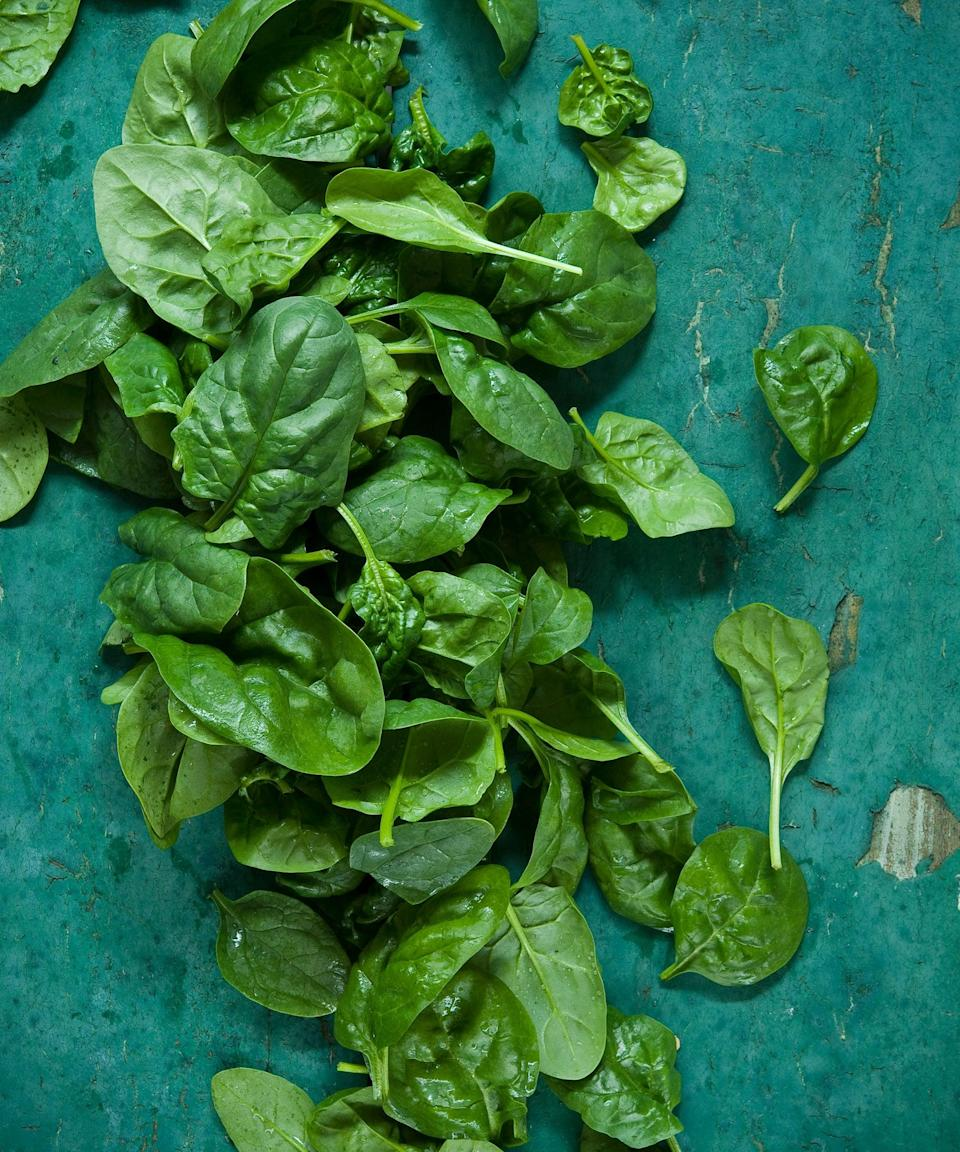 """<h2>Leafy Greens</h2> <br>Leafy greens are packed with nutrients, such as folate, vitamin K, fiber, and calcium. """"They've recently been found to stimulate the immune system beyond the nutritional benefits by <a href=""""https://www.cell.com/cell/fulltext/S0092-8674(11)01136-6?_returnURL=https%3A%2F%2Flinkinghub.elsevier.com%2Fretrieve%2Fpii%2FS0092867411011366%3Fshowall%3Dtrue"""" rel=""""nofollow noopener"""" target=""""_blank"""" data-ylk=""""slk:signaling between the microbiota and the immune system"""" class=""""link rapid-noclick-resp"""">signaling between the microbiota and the immune system</a>,"""" says Davis. Translation: They help <a href=""""https://www.refinery29.com/en-us/do-probiotics-work"""" rel=""""nofollow noopener"""" target=""""_blank"""" data-ylk=""""slk:your gut bugs"""" class=""""link rapid-noclick-resp"""">your gut bugs</a> talk to your immune system. I'll take it!<br><span class=""""copyright"""">Photo: Getty Images.</span><br><br>"""