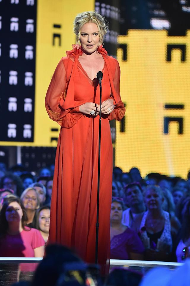 Katherine Heigl at the 2017 CMT Music Awards. (Photo by Michael Loccisano/Getty Images for CMT)