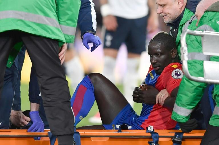 Injured Crystal Palace's midfielder Mamadou Sakho is stretched off during the English Premier League football match against Tottenham Hotspur April 26, 2017