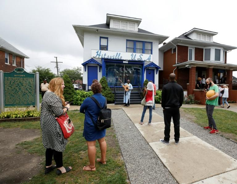 Visitors stand outside Detroit's Motown Museum following the announcement of Franklin's passing