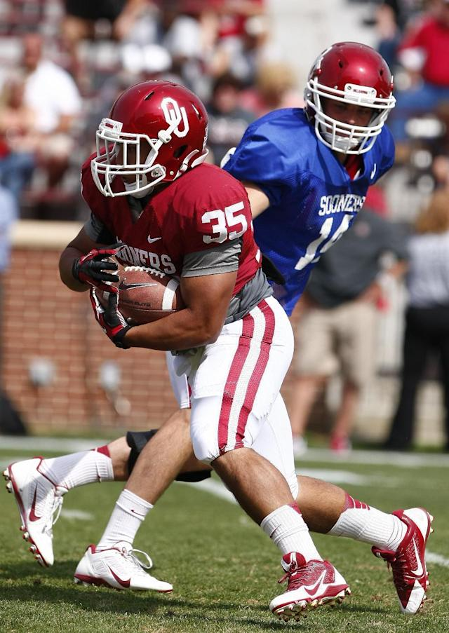 Oklahoma running back Leo Luna (35) runs for the first down after receiving a pass from quarterback Cody Thomas (14) during the annual Oklahoma Spring Football game in Norman, Okla. on Saturday, April 12, 2014. (AP Photo/Alonzo Adams)
