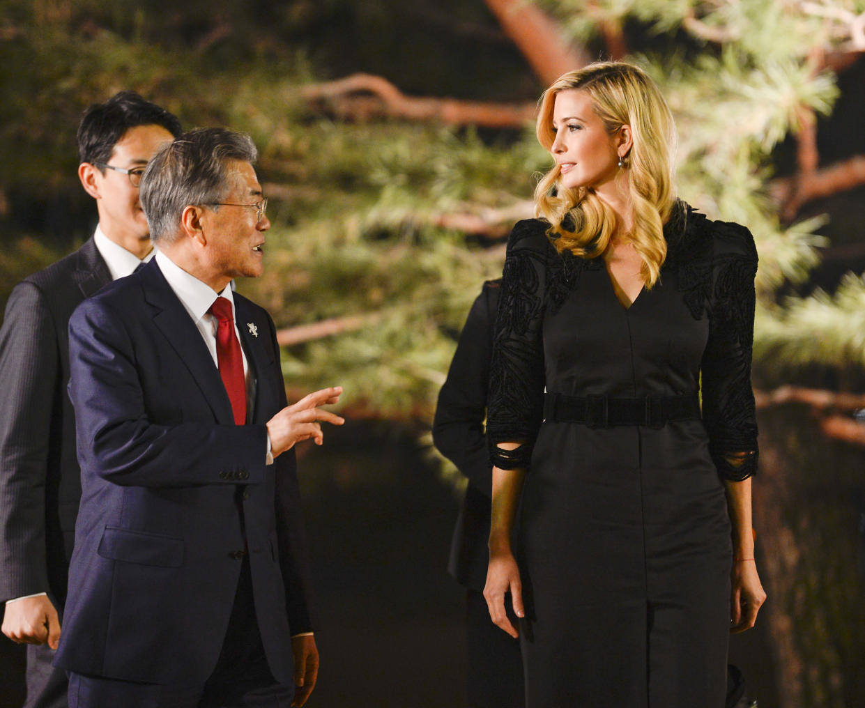 South Korean President Moon Jae-in talks with Ivanka Trump during their dinner at the Presidential Blue House in Seoul. (Photo: Kim Min-Hee/AP)