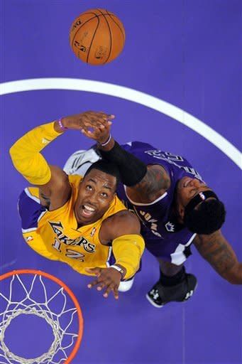 Howard debuts for Lakers in loss to Sacramento
