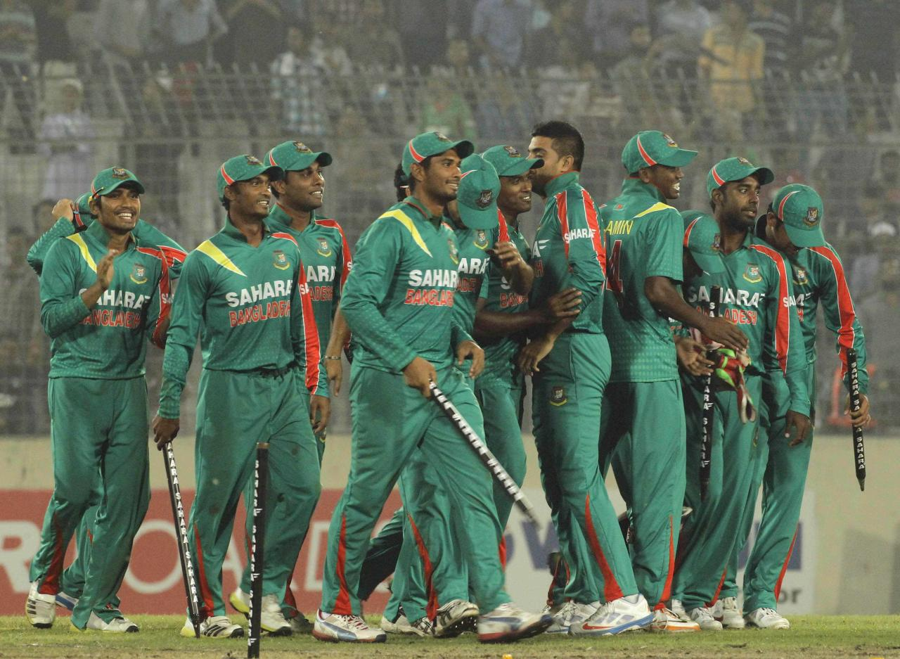 Bangladesh players celebrate after winning the second one-day international (ODI) cricket match and the series against New Zealand in Dhaka October 31, 2013. REUTERS/Andrew Biraj (BANGLADESH - Tags: SPORT CRICKET)