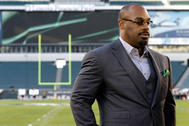 Current Philadelphia Eagles offensive lineman Lane Johnson didn't like it when former Eagles quarterback Donovan McNabb said Philly should move on from Carson Wentz if he can't win in the playoffs. (AP)
