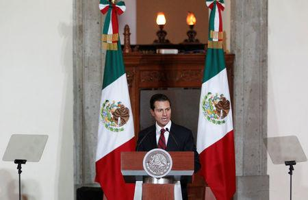 Mexico's President Enrique Pena Nieto speaks to the audience during a meeting with members of the diplomatic corps in Mexico City, Mexico January 11, 2017.  REUTERS/Carlos Jasso