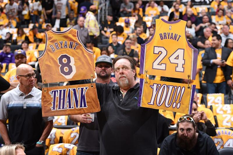 Lakers fan honors Kobe Bryant | Andrew D. Bernstein/Getty Images
