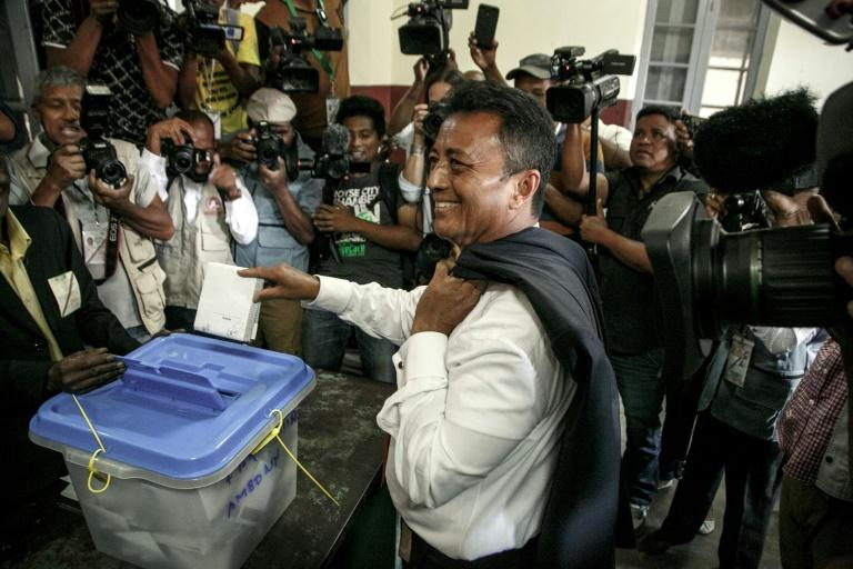 Candidate Marc Ravalomanana (C) and his rival Rajoelina were banned from running in the last election in 2013 under international pressure to avoid a repeat of deadly political violence that engulfed the island in 2009