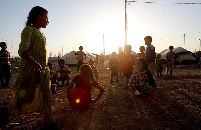 Displaced Iraqi children, who fled their home a few weeks ago due to attacks by Islamic State jihadists in Mosul, play at the Bahrka camp where they found shelter, on August 27, 2014 (AFP Photo/Ali al-Saadi)