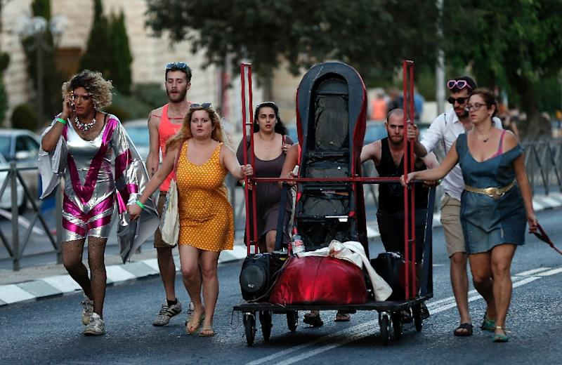Participants of the Gay Pride parade leave the march after six people were stabbed, in central Jerusalem on July 30, 2015 (AFP Photo/Thomas Coex)