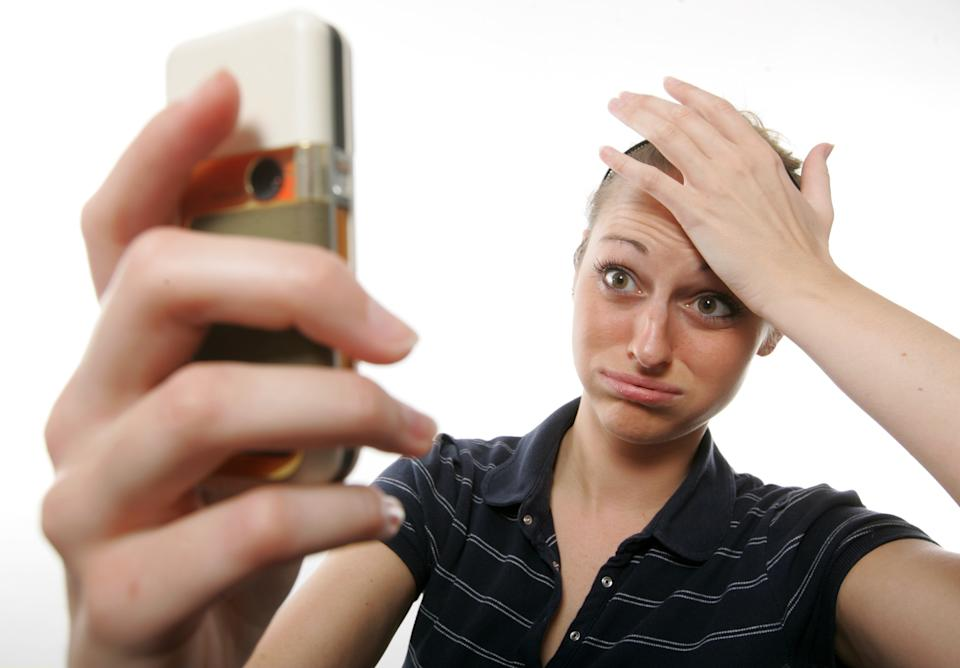 Cybercriminals are targeting cell phones this holiday season. (Photo: Getty Images)