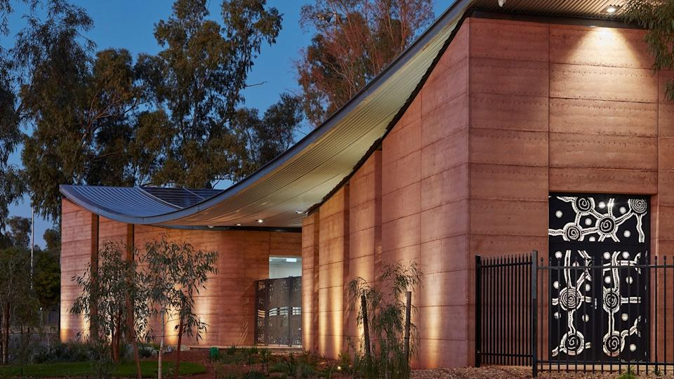 The building incorporates work from local artists and rammed earth materials. Robert Frith, Acorn Photography.
