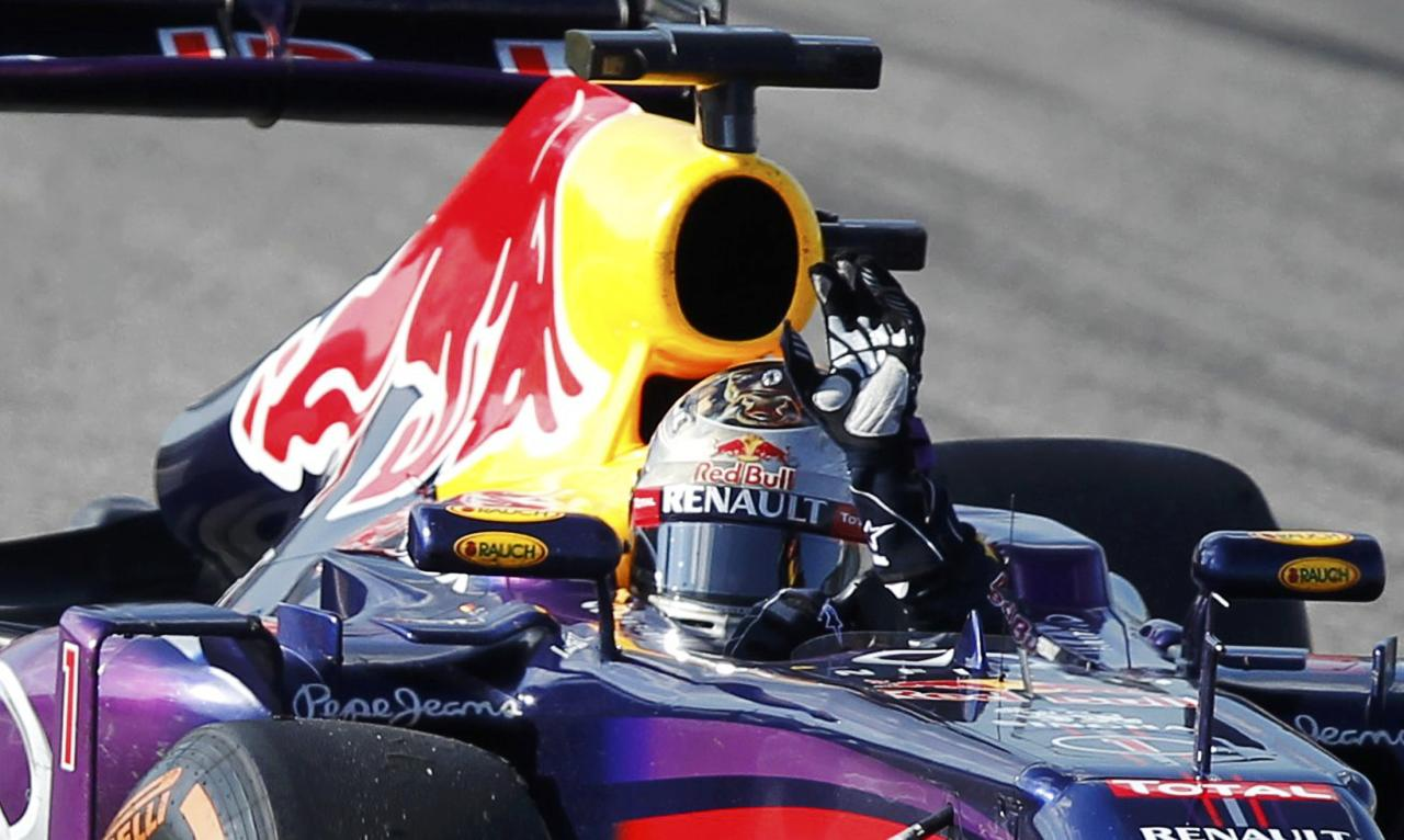 Red Bull Formula One driver Sebastian Vettel of Germany waves to fans after winning the Austin F1 Grand Prix at the Circuit of the Americas in Austin November 17, 2013. REUTERS/Mike Stone (UNITED STATES - Tags: SPORT MOTORSPORT F1)