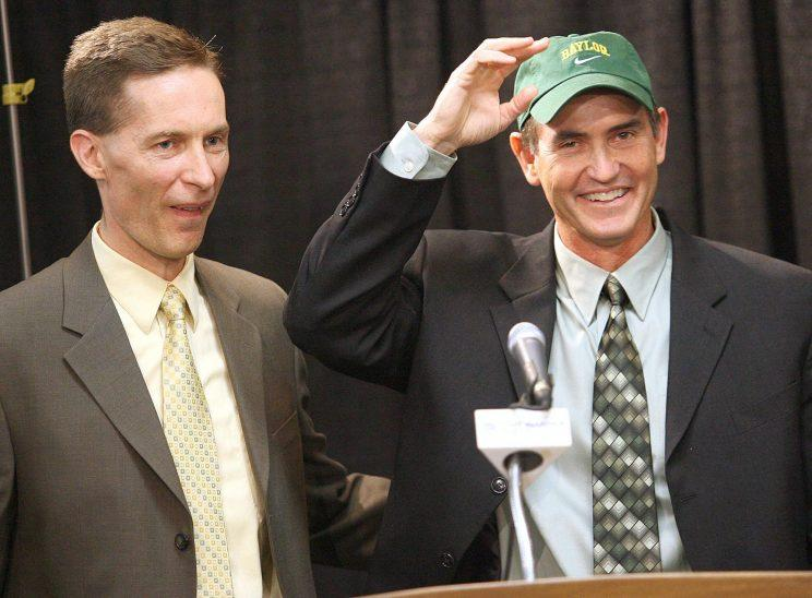 Baylor athletic director Ian McCaw (L) is shown introducing Art Briles as Baylor's football coach on Nov. 28, 2007. (AP file photo)