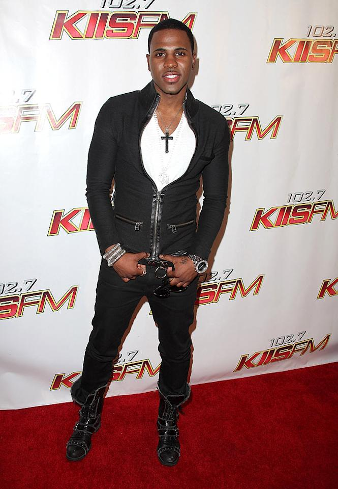 "Is it us, or did ""Whatcha Say"" singer Jason Derulo over accessorize his black-and-white ensemble? Angela Weiss/<a href=""http://www.gettyimages.com/"" target=""new"">GettyImages.com</a> - May 15, 2010"
