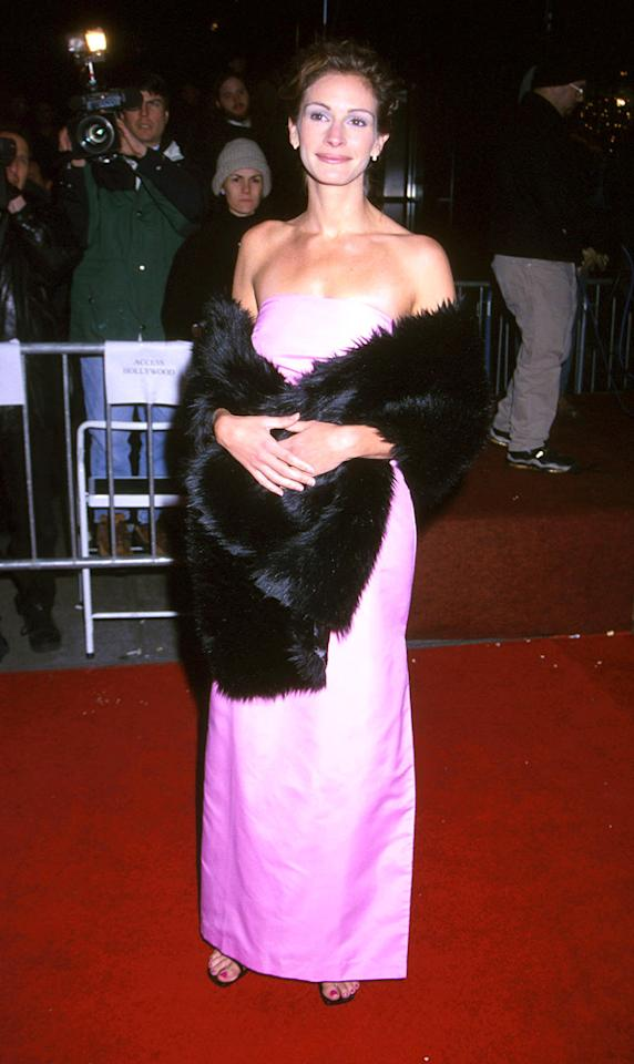 """7. <a href=""""http://movies.yahoo.com/movie/1800019376/info"""">Stepmom</a> NY premiere (1998)   Julia's attempt at adding a splash of color to her wardrobe failed miserably when she arrived at NYC's Ziegfeld Theater in this mangy fur wrap and wrinkled, chintzy-looking, Pepto-Bismol-colored prom bomb."""