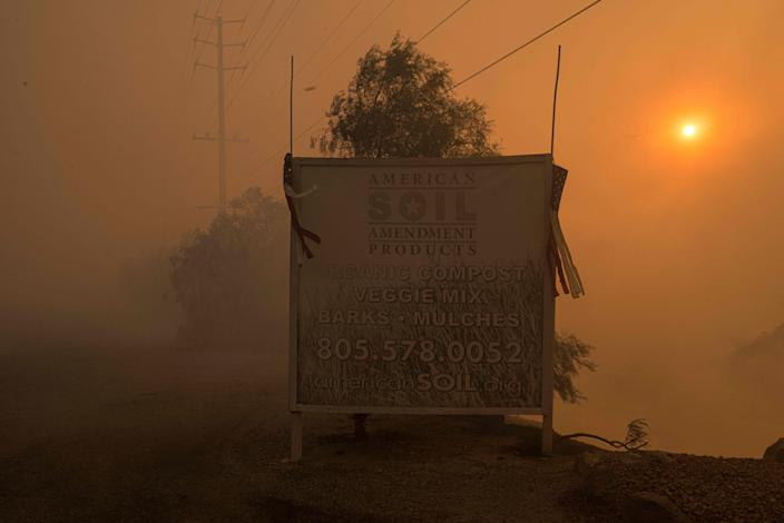 The Easy Fire burns in Simi Valley, Calif., on Oct. 30, 2019. (Photo: Justin L. Stewart/ZUMA Wire)