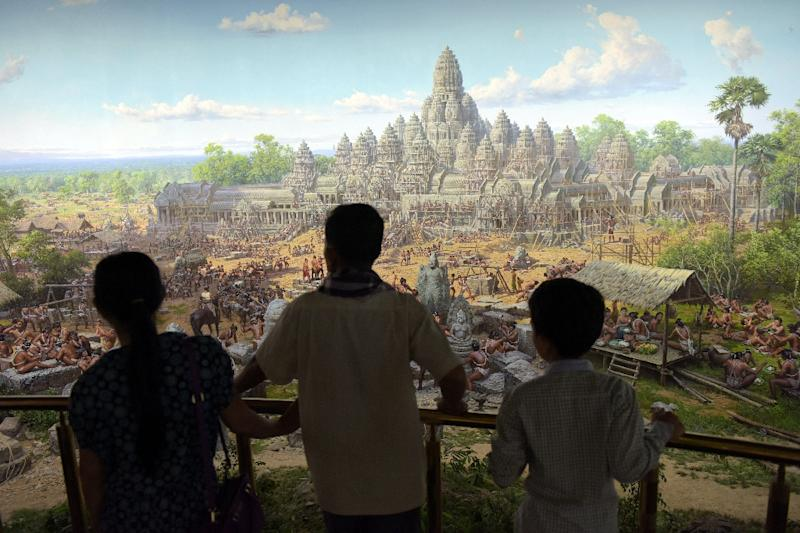 Cambodians look at a painting in the new museum built by North Korea in Siem Reap (AFP Photo/Tang Chhin Sothy)