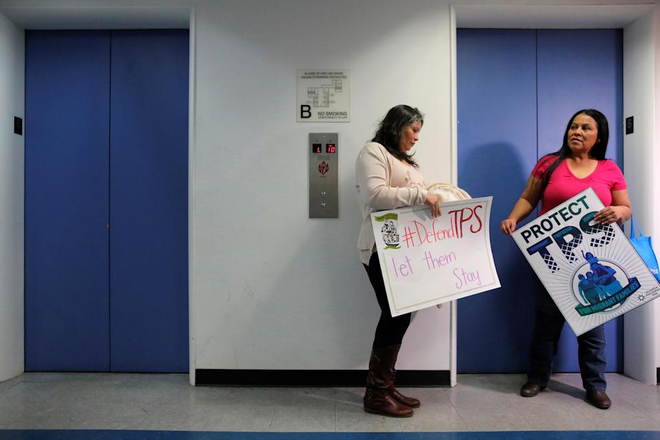 <p>Salvadoran immigrants Mirna Portillo and Rosa Romero wait for an elevator after a news conference at the New York Immigration Coalition following President Donald Trump's announcement to end the Temporary Protection Status for Salvadoran immigrants in Manhattan, New York City, Jan. 8, 2018. (Photo: Andrew Kelly/Reuters) </p>
