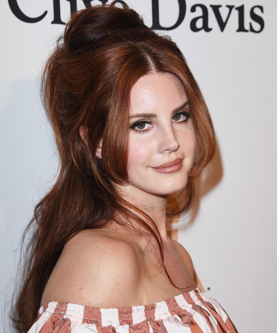 """<strong><h2>Lana Del Rey</h2></strong><br>Seemingly a natural blonde, Lana Del Rey's red hair fits her perfectly and probably fooled many into thinking it was her natural color. Last March, the singer used lemon juice to <a href=""""https://www.refinery29.com/en-us/lana-del-ray-blonde-hair-lemon-juice-quarantine#:~:text=It's%20hard%20to%20imagine%20Lana,use%20a%20box%20of%20color."""" rel=""""nofollow noopener"""" target=""""_blank"""" data-ylk=""""slk:lighten her blonde roots"""" class=""""link rapid-noclick-resp"""">lighten her blonde roots</a>, but her red hair remains a staple look.<span class=""""copyright"""">Photo: Jason Merritt/WireImage.</span>"""