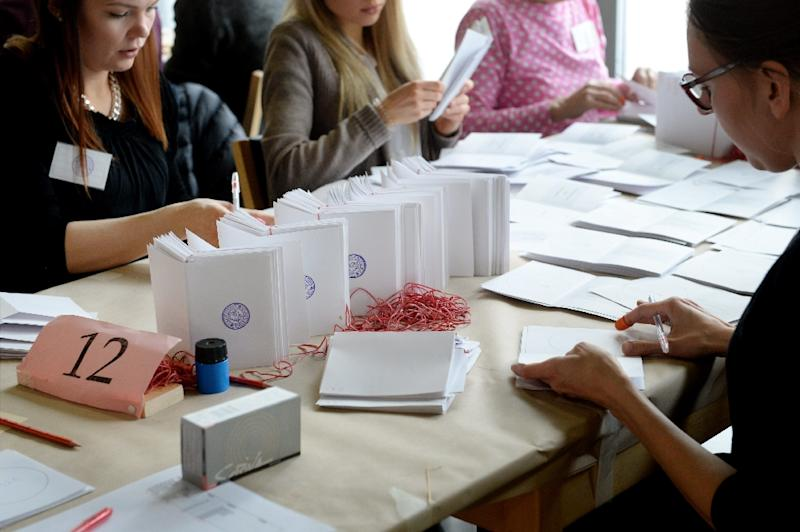 Advance votes of the Finnish parliamentary elections are counted in Helsinki on April 19, 2015 (AFP Photo/Mikko Stig)