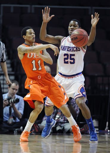 UTSA's Michael Hale III (11) passes against UT Arlington's Cameron Catlett during the first half of a Western Athletic Conference tournament NCAA college basketball game, Friday, March 15, 2013 in Las Vegas. (AP Photo/David Becker)