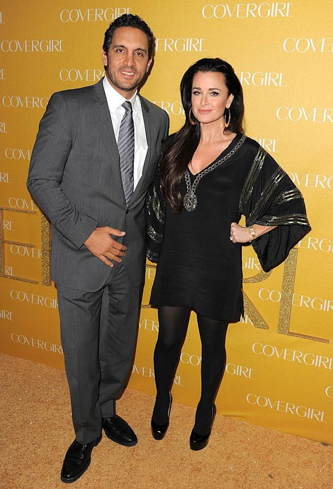 """Real Housewives of Beverly Hills"" star Kyle Richards -- who also happens to be Paris and Nicky Hilton's aunt -- arrived at the soiree on the arm of her hunky hubby, luxury realtor Mauricio Umansky. Jordan Strauss//<a href=""http://www.wireimage.com"" target=""new"">WireImage.com</a> - January 5, 2011"
