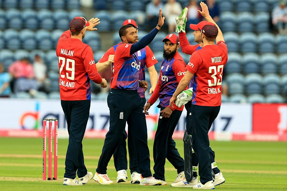 England celebrate a wicket (Getty Images)