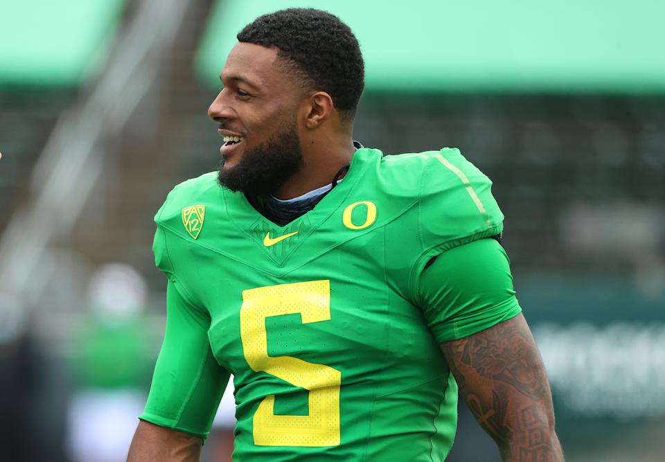 Oregon pass rusher Kayvon Thibodeaux was dominant in his 2021 debut against Fresno State before getting hurt. (Photo by Abbie Parr/Getty Images)