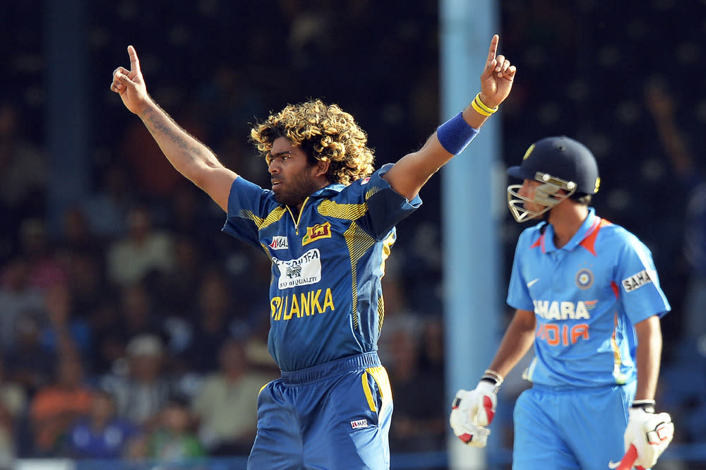 Sri Lankan cricketer Lasith Malinga (L) celebrates dismissing Indian Bhuvneshwar Kumar (back) during the final match of the Tri-Nation series between India and Sri Lanka at the Queen's Park Oval stadium in Port of Spain on July 11, 2013. Sri Lanka have scored 201/10. AFP PHOTO/Jewel Samad