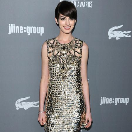 Anne Hathaway shines at awards ceremony