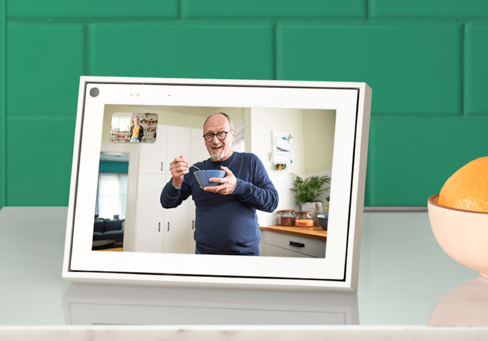 """<h3><span>Facebook 8"""" Portal Mini</span></h3><br><strong>Under $200</strong><br>If social distancing regulations are keeping you and your loved ones at a distance, consider gifting him the best tech out there to keep the family connected in the cyber world. <br><br><strong>Facebook</strong> Portal 8"""" Mini, $, available at <a href=""""https://go.skimresources.com/?id=30283X879131&url=https%3A%2F%2Fportal.facebook.com%2Fproducts%2Fportal-mini%2F"""" rel=""""nofollow noopener"""" target=""""_blank"""" data-ylk=""""slk:Facebook"""" class=""""link rapid-noclick-resp"""">Facebook</a>"""