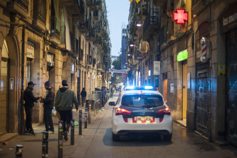 The Autonomous Police of Catalonia, Mossos de Escuadra, patrol the streets of the Raval district, with the intention of getting people in the street to go home. Barcelona. Catalonia, Spain, on March 18, 2020. (José Colon for Yahoo News)